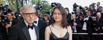 Sexo, abusos y golpes: la mujer de Woody Allen aniquiló a Mía Farrow, su mamá adoptiva