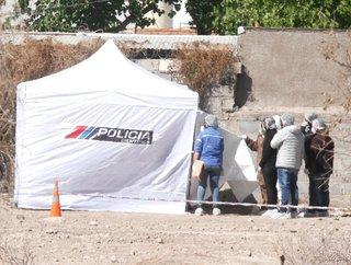 San Juan: investigan si un jubilado que apareció muerto y mutilado fue asesinado por una mujer que lo engañó para robarle