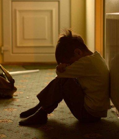 Golpes y amenazas: abusó sexualmente de los hijos de su pareja más de 40 veces