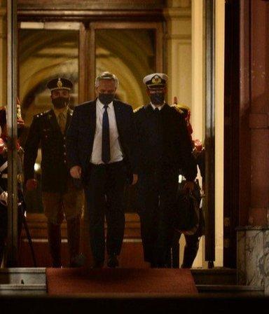 La crisis en el Gobierno, el poyo al presidente y la estrategia de la oposición: las 7 noticias del día