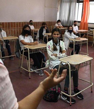 Testeo y aislamiento, las claves del nuevo protocolo para las burbujas en las escuelas de la Ciudad