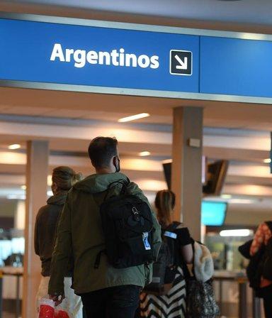 Viajes al exterior: quiénes estarán exceptuados de hacer la cuarentena al volver al país