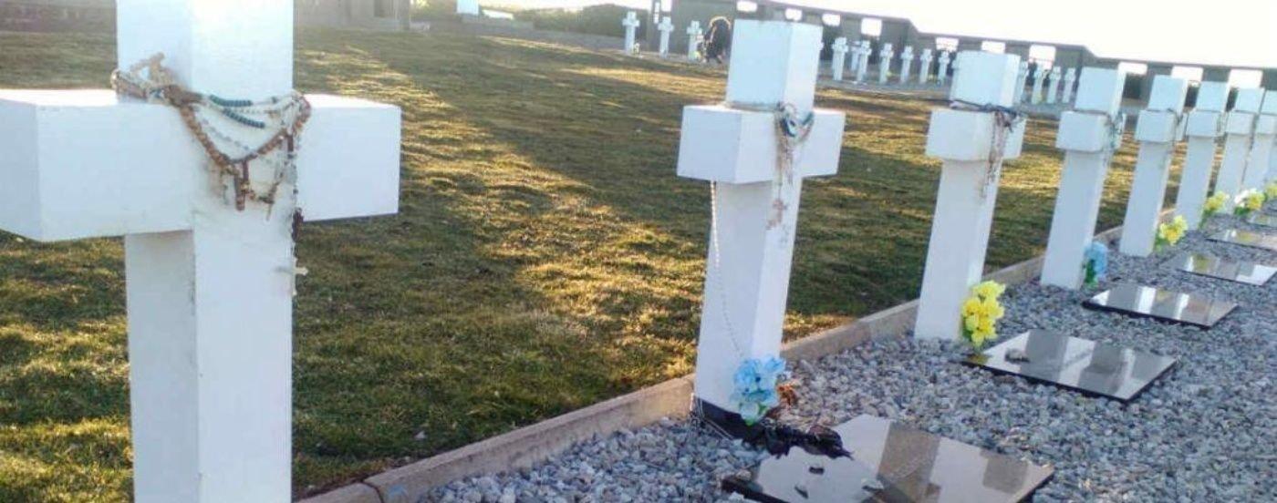 Identificaron al soldado número 100 enterrado en Malvinas: su madre ya había señalado la tumba