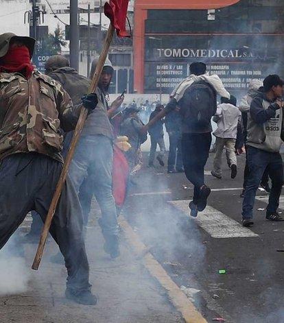 Resultado de imagen para Se agrava la situación en Ecuador: toque de queda, protestas y represión