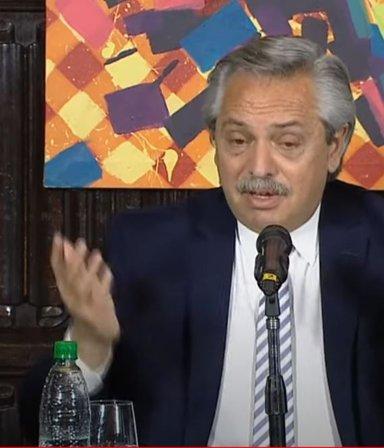 """""""El mejor presidente de la democracia"""": Alberto lloró en la presentación del libro sobre Kirchner"""