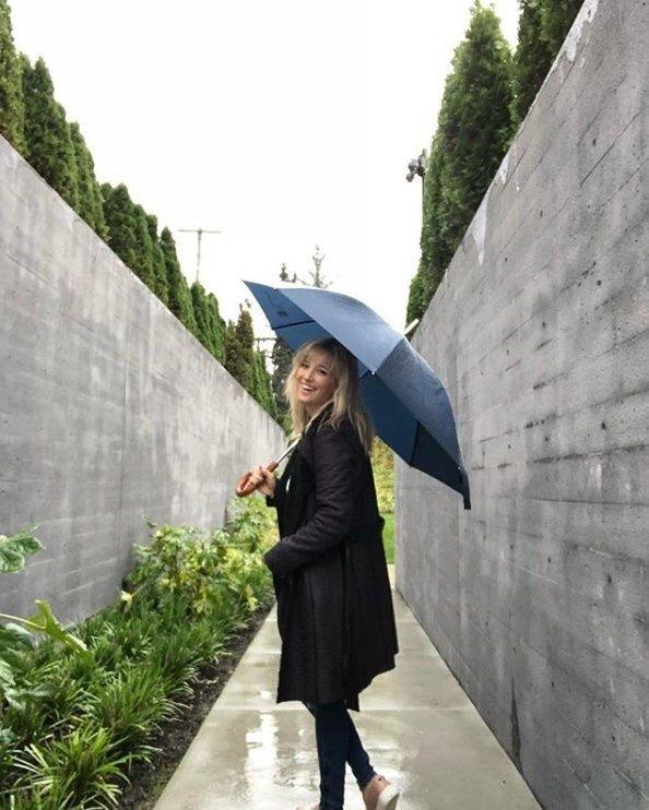 Luisana Lopilato mostró el doble muro de su millonaria mansión en Canadá.